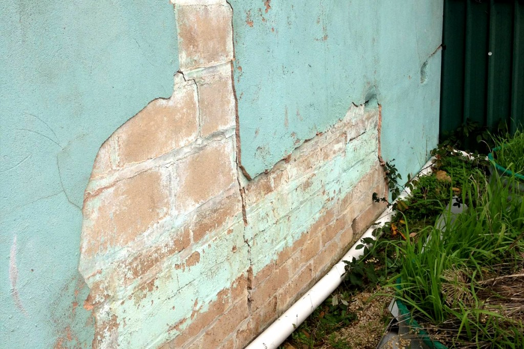 Wall render cracking indicates foundation problem